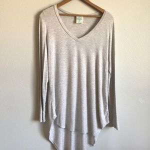 Long sleeve gray vneck top
